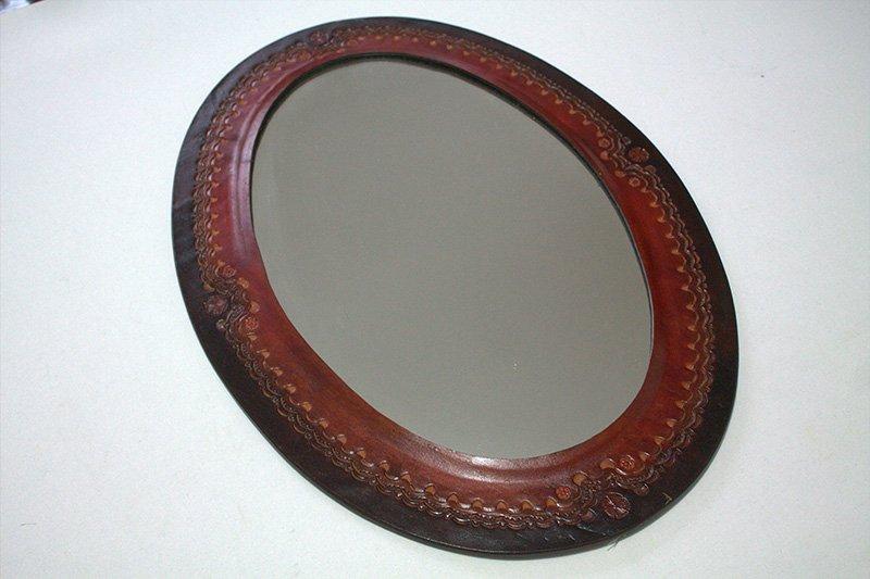 Espejo en cuero ovalado No.2 c38012 arte y artesanias colombianas 001_800_Arte_y_Artesanias_Bogota