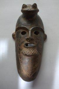 Mascara precolombina tayrona en barro alargada arte y artesaniias colombianas 001_800_Arte_y_Artesanias_Bogota